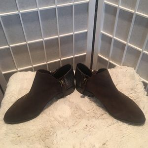 Very Volatile Size 8 Suede Leather Ankle Boots New